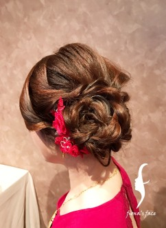 Natural styling for a simple but warm family wedding dinner